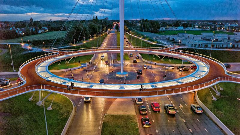 Rond point cycliste aérien d'Hovenring à Eindhoven, Pays Bas